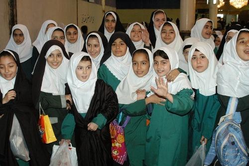 Иранские школьницы